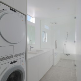 House in Kawanabe ~緑と共に暮らす家~ (洗面、浴室)