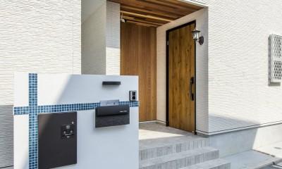 玄関(表札、ポスト、宅配ボックス)|スキップフロアのある家~パッシブハウス~