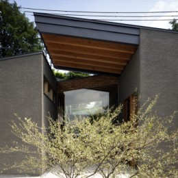 枚方の家 (玄関前)