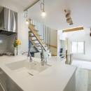 スキップフロアのある家~パッシブハウス~の写真 キッチン→リビング
