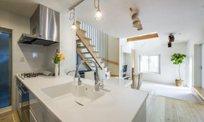 キッチン→リビング|スキップフロアのある家~パッシブハウス~