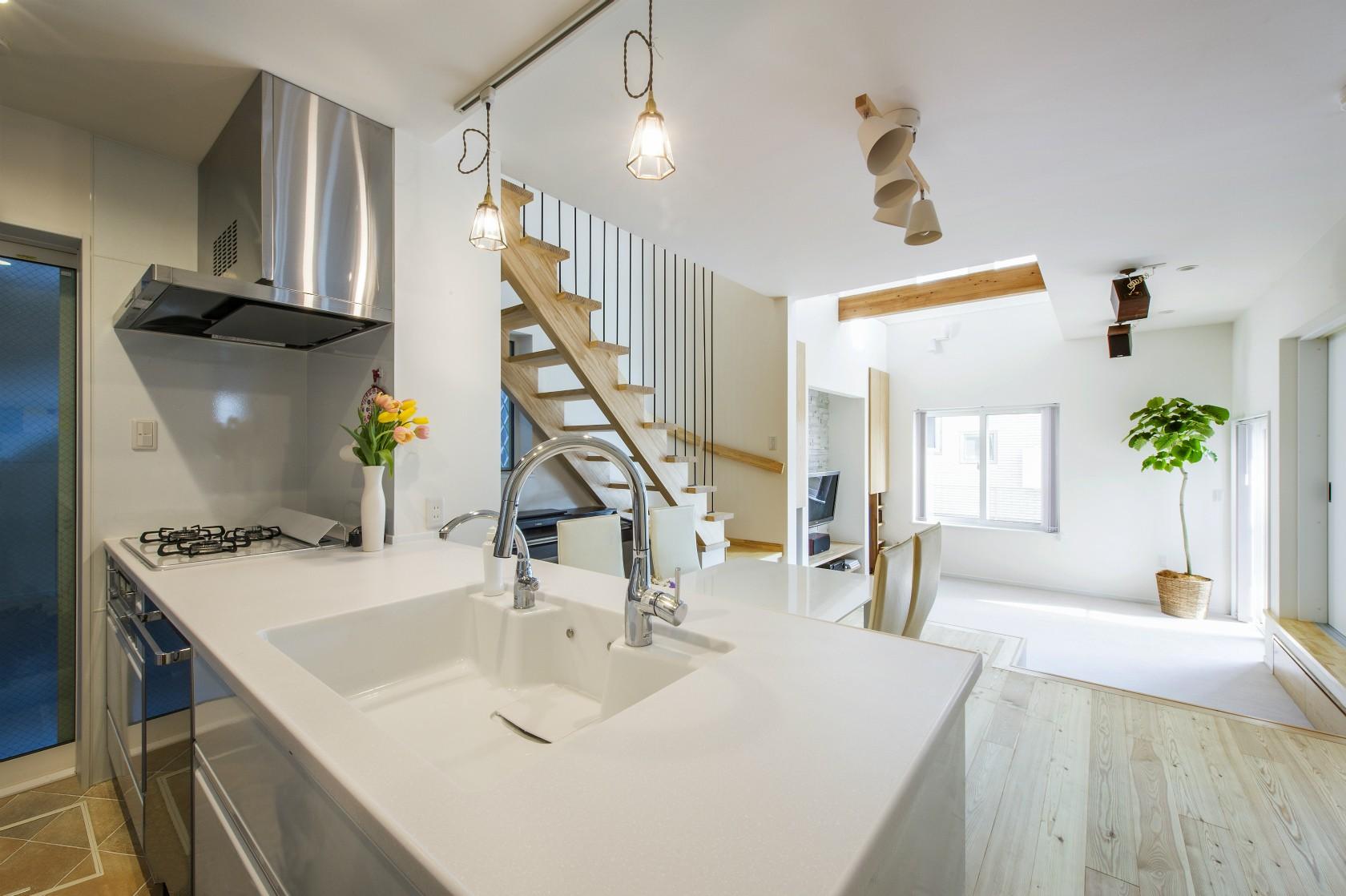 キッチン事例:キッチン→リビング(スキップフロアのある家~パッシブハウス~)