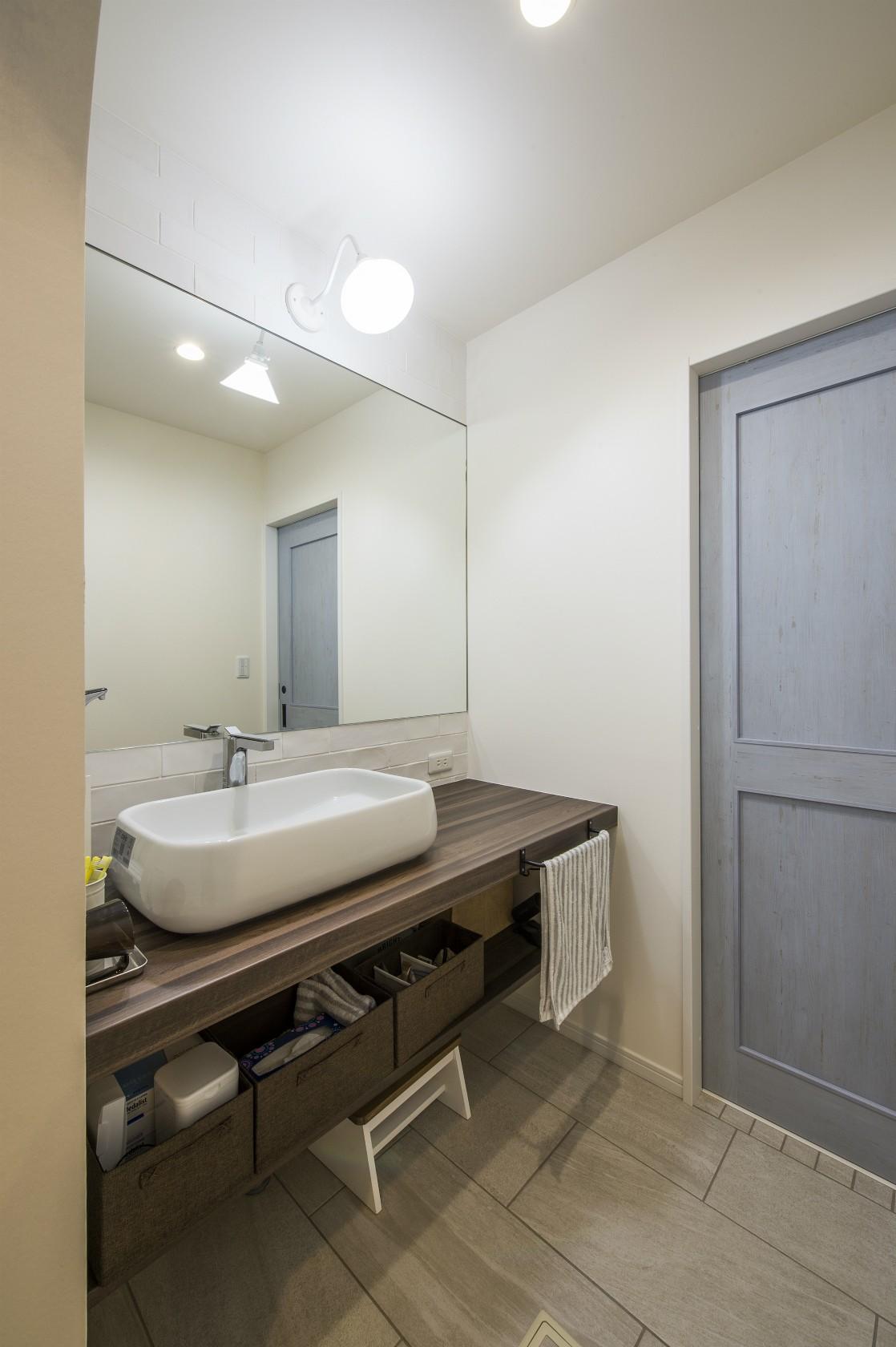 バス/トイレ事例:造作洗面所(スキップフロアのある家~パッシブハウス~)