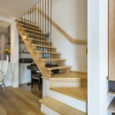 スキップフロアのある家~パッシブハウス~の写真 リビング階段
