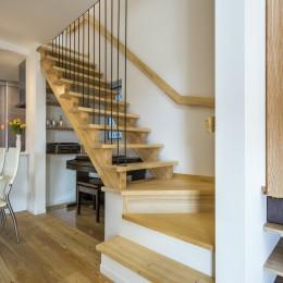 スキップフロアのある家~パッシブハウス~ (リビング階段)
