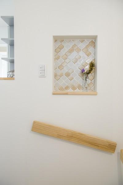 階段ニッチ (スキップフロアのある家~パッシブハウス~)