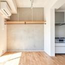 白を基調とした開放的なお家の写真 リビング
