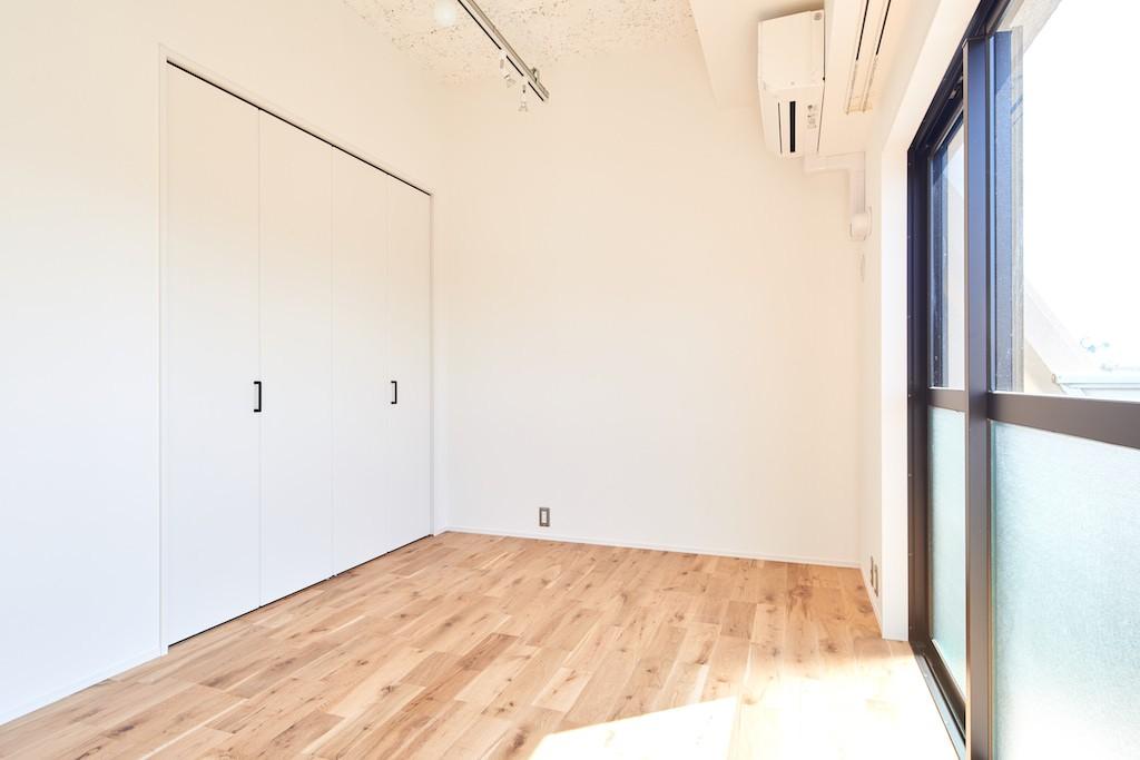 ベッドルーム事例:洋室(白を基調とした開放的なお家)