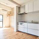 白を基調とした開放的なお家の写真 ダイニングキッチン