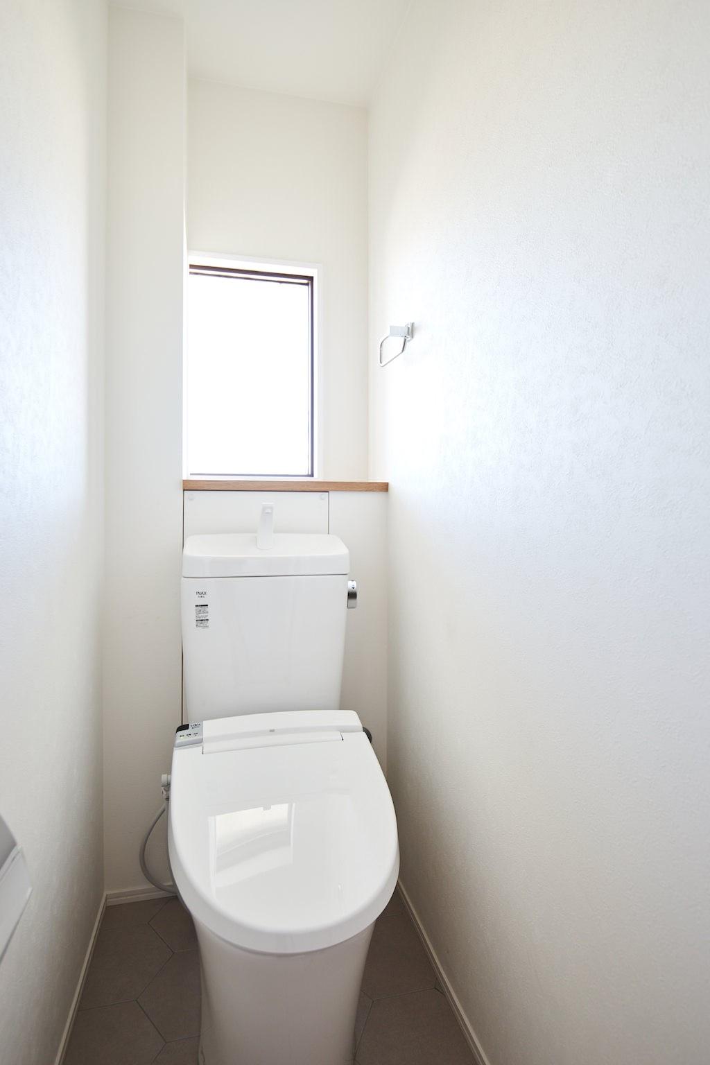 バス/トイレ事例:トイレ(光が行き交うシースルーハウス)