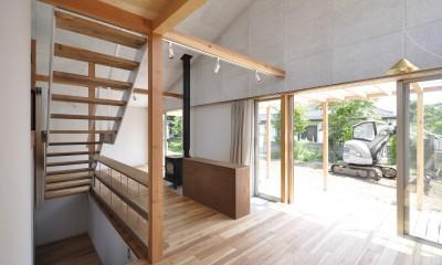 階段とダイニング|鴻巣の家