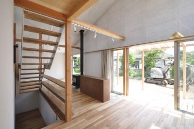 階段とダイニング (鴻巣の家)