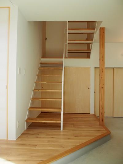 階段 (大屋根の家)