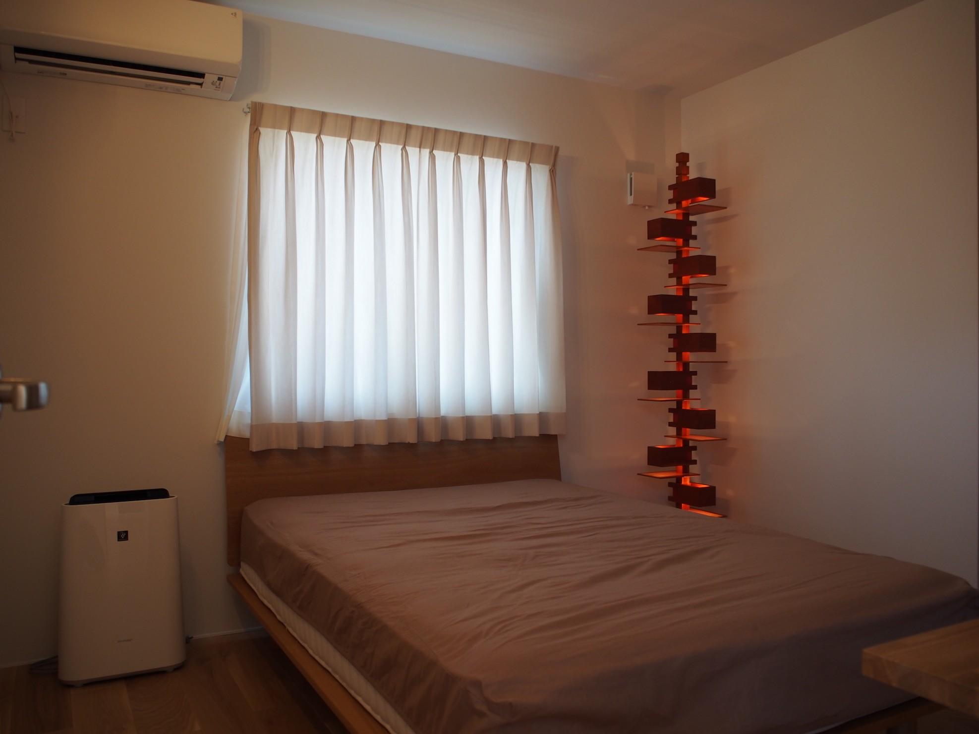 リビングダイニング事例:寝室(大屋根の家)