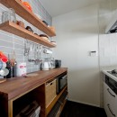 サーモウッドが溶け込む、味わいを楽しむ暮らしの写真 キッチン