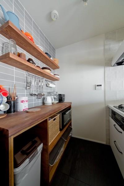 キッチン (サーモウッドが溶け込む、味わいを楽しむ暮らし)
