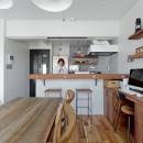サーモウッドが溶け込む、味わいを楽しむ暮らしの写真 ダイニングキッチン