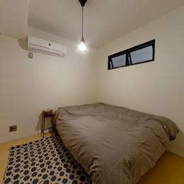 サーモウッドが溶け込む、味わいを楽しむ暮らし (寝室)