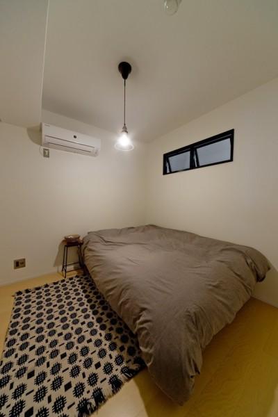 寝室 (サーモウッドが溶け込む、味わいを楽しむ暮らし)