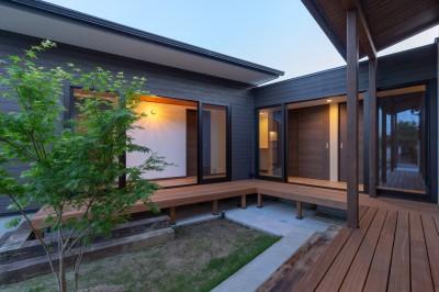 中庭(夜景) (須賀川・今泉のリノベーション)