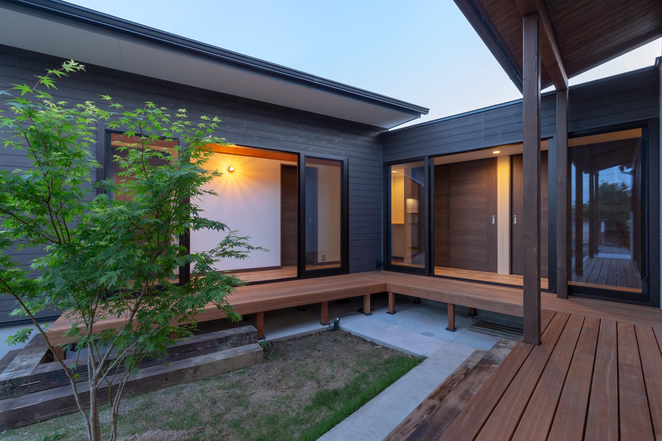 アウトドア事例:中庭(夜景)(須賀川・今泉のリノベーション)