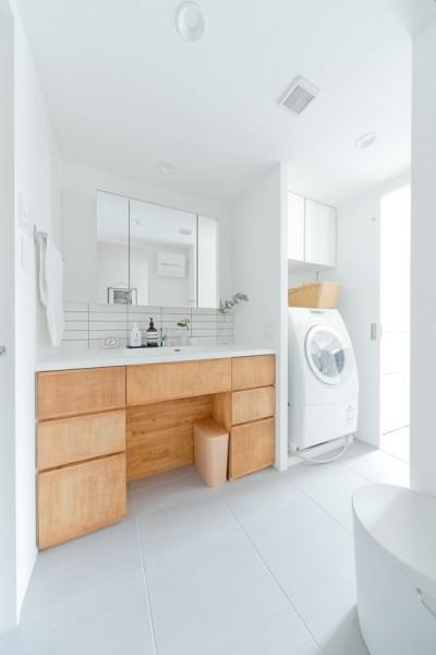 洗面室 (やさしい色が心地良いスカンジナビアスタイル)
