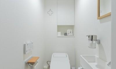 やさしい色が心地良いスカンジナビアスタイル (トイレ)