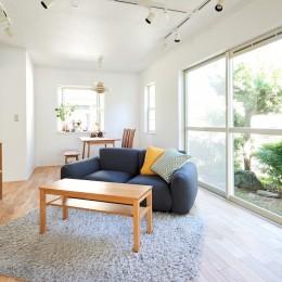 素材にこだわったシンプルなお家