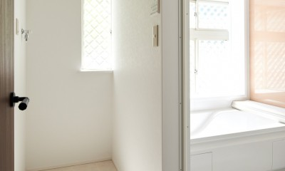素材にこだわったシンプルなお家 (バスルーム)