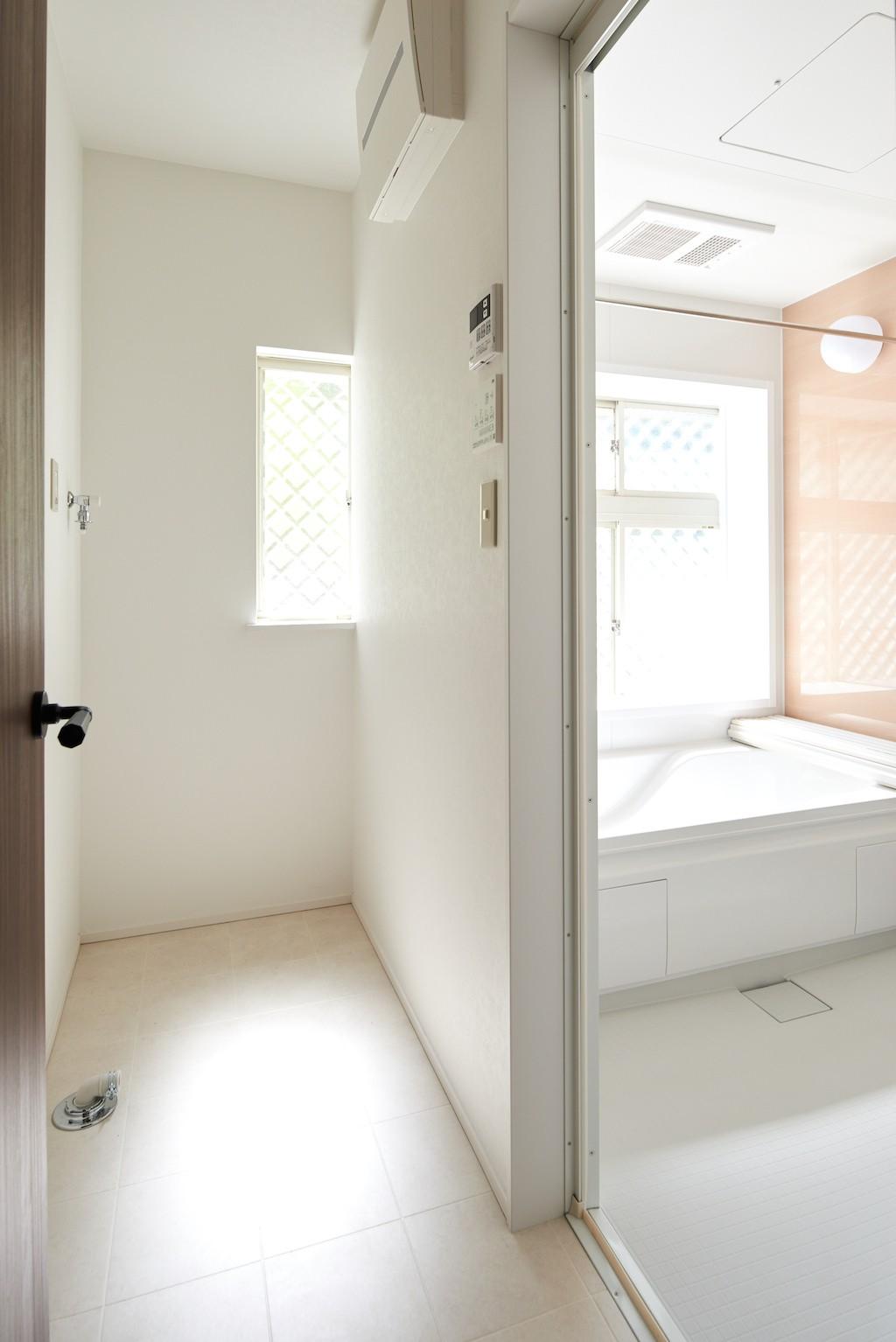バス/トイレ事例:バスルーム(素材にこだわったシンプルなお家)
