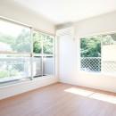 素材にこだわったシンプルなお家の写真 寝室