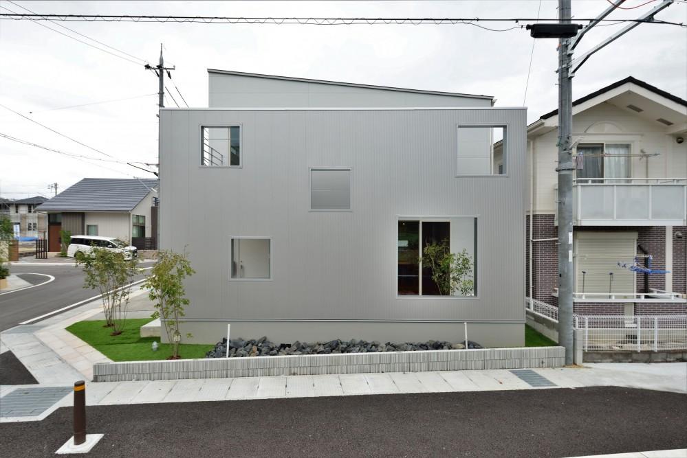 二重の壁をもつプライベートを確保した家(唐崎の家) (外観)