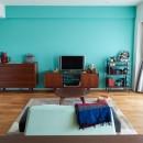 生活の動線を考え抜いたからこそのクローゼットと、センスが貫かれたカラーリング。の写真 お気に入りの家具にあわせたカラー