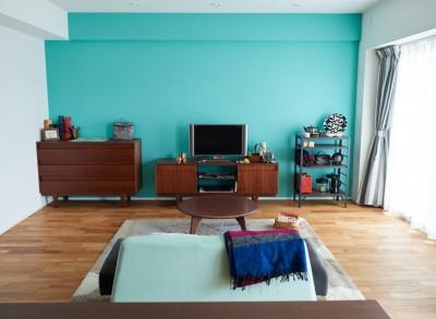 お気に入りの家具にあわせたカラー (生活の動線を考え抜いたからこそのクローゼットと、センスが貫かれたカラーリング。)