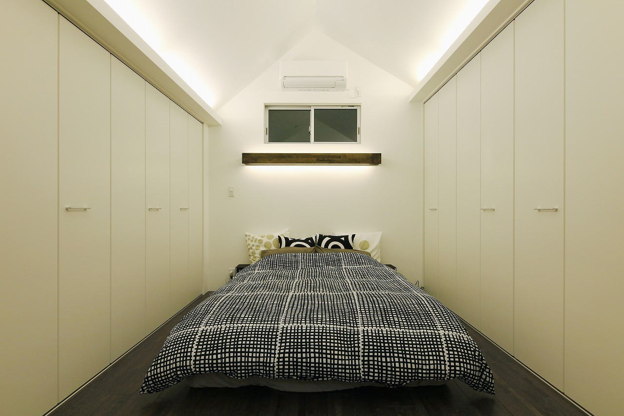 ベッドルーム事例:ベッドルーム(スタイリッシュな家)