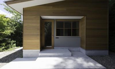 木立の中の家 (入り口)
