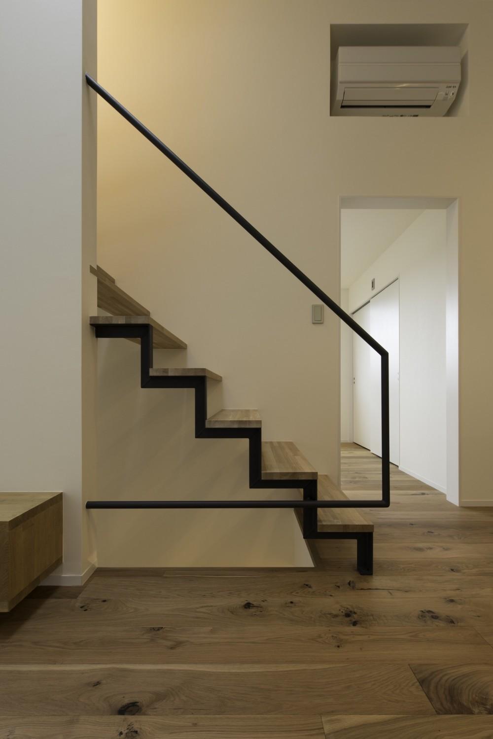 木立の中の家 (階段)