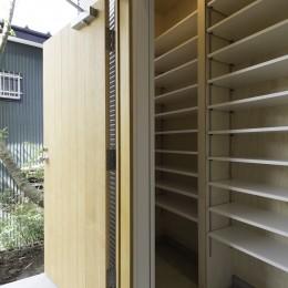 木立の中の家 (玄関)