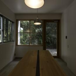 木立の中の家 (ダイニング)
