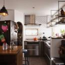 木の温もり感じるアメリカンレトロスタイルの写真 キッチン