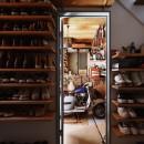 木の温もり感じるアメリカンレトロスタイルの写真 玄関
