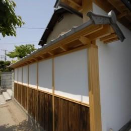 最低限の工事で全体のイメージを変えた和風リノベーション/坂塀 (外観)