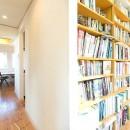 葉山の自然と調和する家の写真 書斎からおこもり部屋へ