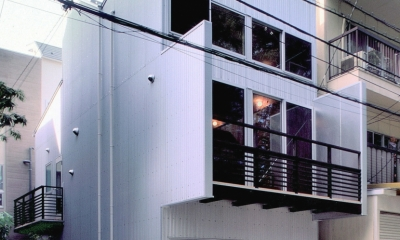 小石川植物園と向き合う家/Niさんの家 (北面、小石川植物園側外観)