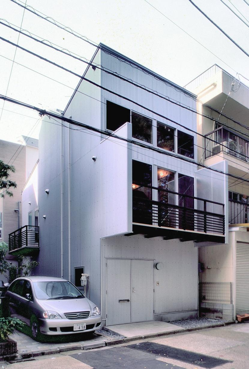 小石川植物園と向き合う家/Niさんの家の部屋 北面、小石川植物園側外観