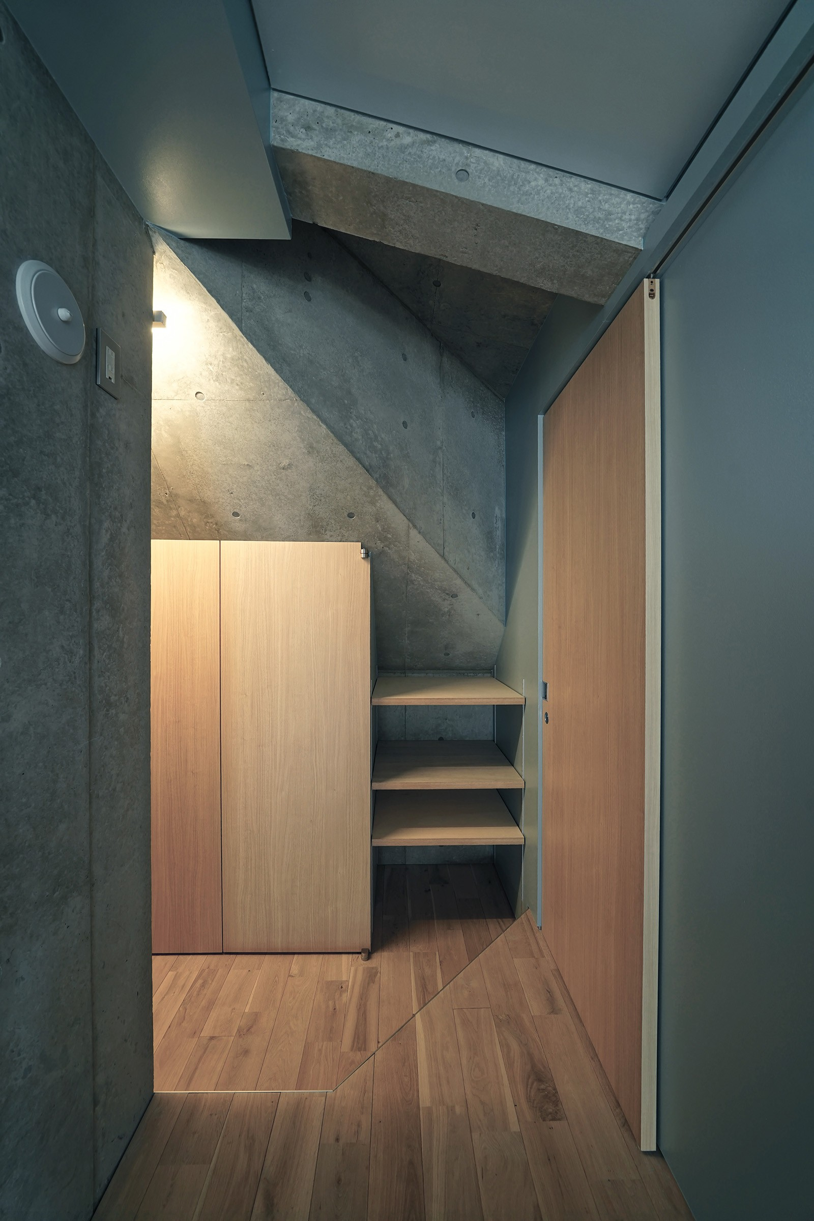 玄関事例:廊下(YKR[低層地の賃貸併用住宅])