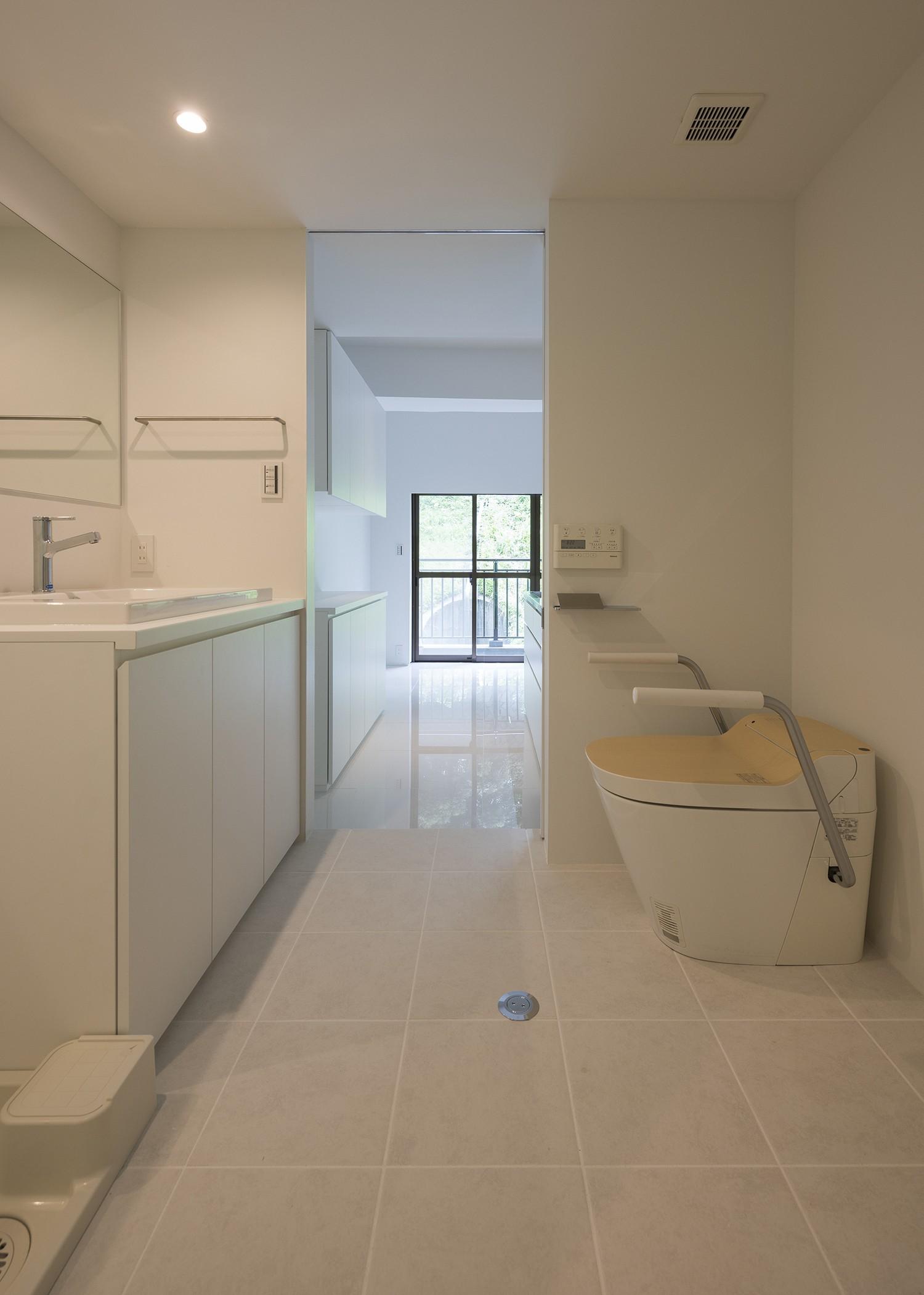 バス/トイレ事例:化粧室(ROR [緑の家])