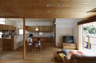 ダイニング (自然体で暮らす平屋~光・風・緑を取り込む家~)