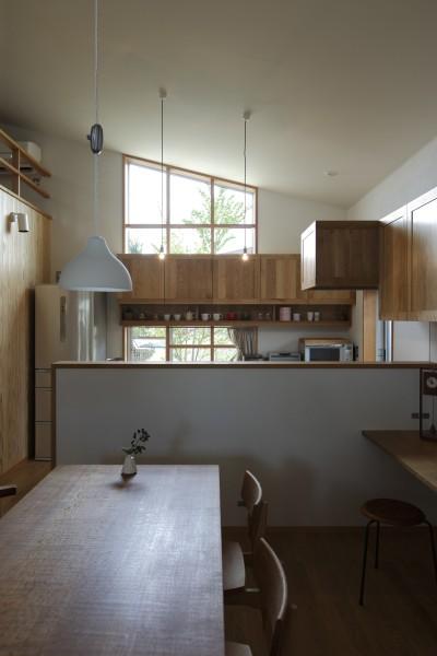 自然体で暮らす平屋~光・風・緑を取り込む家~ (ダイニングキッチン)