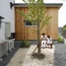 自然体で暮らす平屋~光・風・緑を取り込む家~の写真 北庭